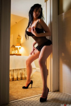 Lauriane happy ending massage, live escort